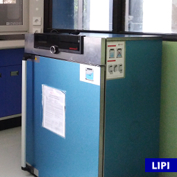 Drying Oven UF 160 di Lab Bionanokomposit (per 24 jam)